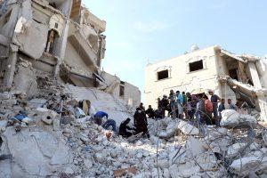 Subombarduotoje Sirijos mokykloje žuvo 22 žmonės