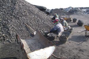 Kinijos anglių šachtoje išsiveržus dujoms žuvo penki žmonės