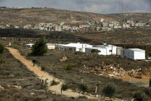 Izraelio parlamentas – už nausėdijų įteisinimą Vakarų Krante