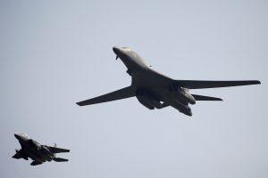JAV pasiuntė į Europą dar du strateginius bombonešius