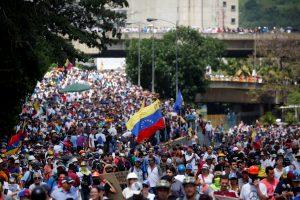 Venesuelos kasdienybė – radikalūs protestuotojai, skurdas ir juodoji rinka