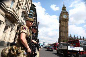 Britanijoje moterys galės tarnauti bet kokiuose kariuomenės daliniuose