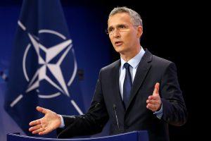 J. Stoltenbergas: NATO išlaidos gynybai turėtų augti 4,3 proc.