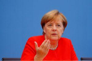 A. Merkel: Vokietija negali tylėti dėl teismų reformos Lenkijoje