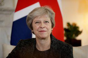 """T. May perima vadovavimą """"Brexit"""" deryboms su ES"""