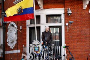 Ekvadoro prezidentas: J. Assange'as turėtų palikti šalies ambasadą Londone