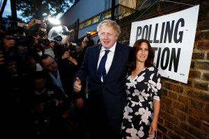 Buvęs britų diplomatijos vadovas skiriasi su žmona