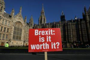 """Londonas ir Dublinas užsimena, kad """"Brexit"""" derybos gali užsitęsti"""