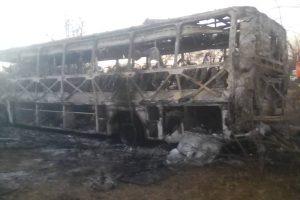 Zimbabvėje užsiliepsnojus autobusui žuvo mažiausiai 42 žmonės