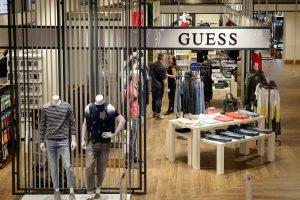 """Drabužių kompanijai """"Guess"""" skirta 40 mln. eurų bauda"""