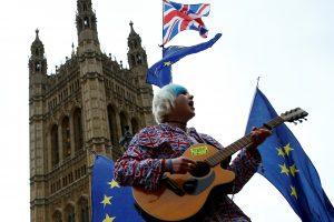 Apklausa: naujame referendume britai dideliu skirtumu pritartų pasilikimui ES