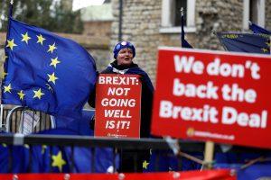 """Britanijos parlamentas balsuos dėl galimybės atidėti """"Brexit"""""""