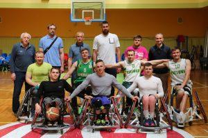 J. Valančiūnas apsilankė Lietuvos vežimėlių krepšinio rinktinės treniruotėje