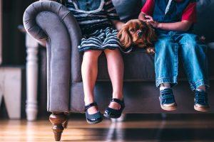 Teismas nagrinės skundą dėl žalos, padarytos paėmus vaikus