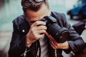 Fotografas: kai kurios įžymybės pro mus praeina atsukusios nugarą