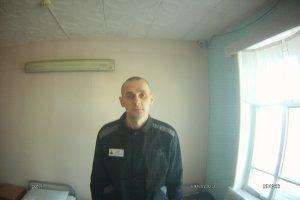"""Rusijos kalėjime badaujantis Ukrainos režisierius """"pasirengęs mirti"""""""