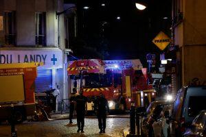 Po gaisro netoli Paryžiaus medikai kovoja dėl penkių vaikų gyvybių