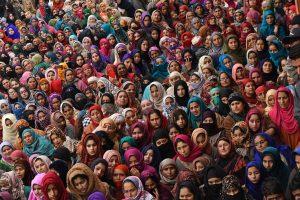 Į kovos lauku tapusią Indijos šventyklą pateko trečia moteris