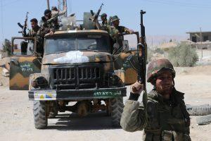 Sirijos kovotojai numušė režimo lėktuvą ir paėmė jo pilotą