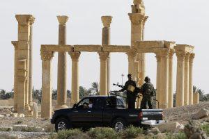 Pentagonas: Palmyrą vėl užėmę džihadistai pagrobė karinę techniką