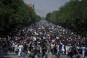 Kabulą paralyžiavo daugiatūkstantinė chazarų protesto akcija