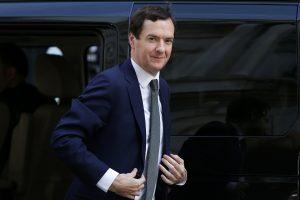 Britanijos iždo sekretorius: šaliai teks karpyti išlaidas ir didinti mokesčius