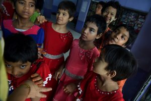 Mianmare išnaudoti vaikus padeda ir budistų vienuolių mokymai