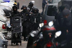 Prancūzijos prekybos centre pagyvenęs vyras šūviais sužeidė du žmones