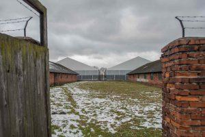 Lenkijoje du belgai bus teisiami už vagystę iš Aušvico memorialo
