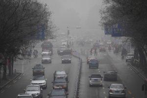 Kiniją savaitę dusinęs tirštas smogas išsisklaidė