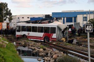 Šalia Tuniso sostinės traukiniui įsirėžus į autobusą žuvo penki žmonės