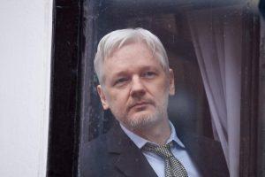 """""""Wikileaks"""" įkūrėjas gali greitai palikti Ekvadoro ambasadą Londone"""