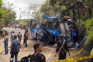 Filipinuose autobuso katastrofos aukų padaugėjo iki 15