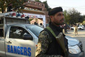 Pakistane per susirėmimus žuvo 15 kovotojų ir du kariai