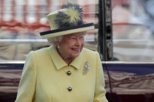 """Britanijos karalienė pasirašė įstatymą dėl """"Brexit"""""""