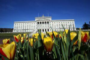 Londonas bando rasti išeitį iš politinės krizės Šiaurės Airijoje