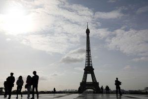 Eifelio bokštą saugos neperšaunamo stiklo sienos