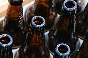 Alkoholio pramonės atstovai skirtingai vertina naujus siūlymus riboti prekybą