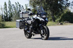 """""""BMW Motorrad"""" pademonstravo autonominį motociklą"""