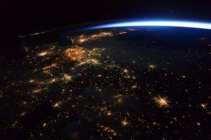Parodė, kaip naktį atrodo Žemė iš kosmoso