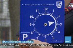 Ukmergėje vairuotojams dalijami parkavimo laikrodukai