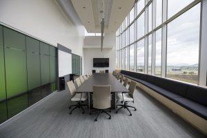 8 biurų savybės, dėl kurių žmonės dirba produktyviau
