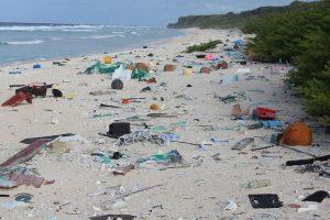 Mažoje Ramiojo vandenyno saloje – 38 mln. įvairių šiukšlių