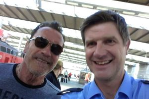 A. Schwarzeneggeris Miunchene gavo policijos įspėjimą ir asmenukę