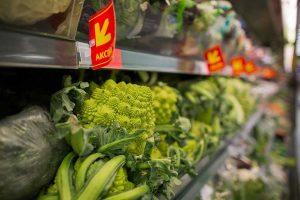 """Į """"Maximos"""" parduotuves atkeliavo pirmosios šio derliaus daržovės"""