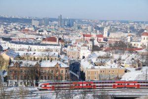 Tarp Vilniaus ir Kauno – du greitieji ir naktinis traukinys