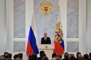 Kremlius sveikina Britanijos smūgius Sirijoje, bet ragina kurti koaliciją