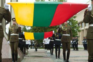 Heraldikos specialistė: Lietuvos vėliava galėjo būti ir mėlynai žalia