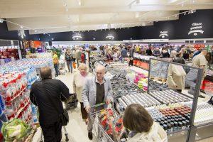 Tyrimas: 54 proc. pirkėjų kainas vis dar konvertuoja į litus