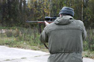 Parlamentaras: ginklų reikia ne miškininkams, o socialiniams darbuotojams